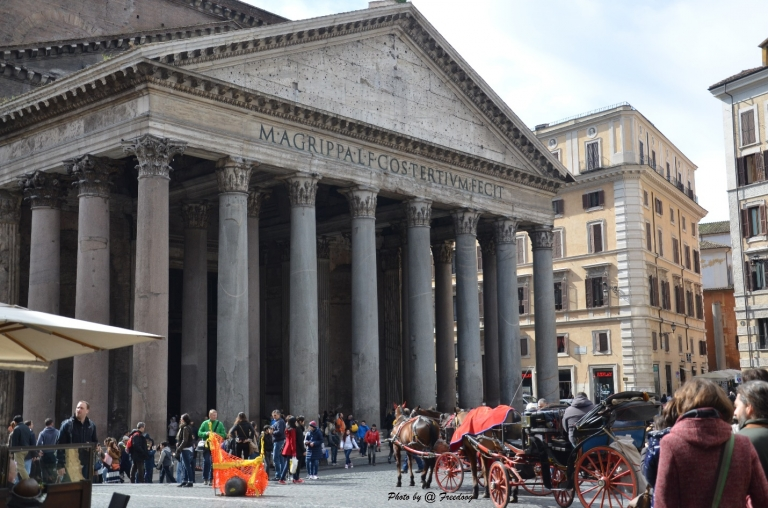 JCU Classical Studies students get to visit the iconic Pantheon - and can decode its Latin inscription!