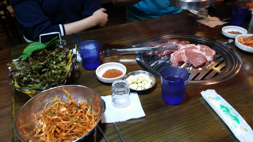 Typical setting of a Korean barbecue table