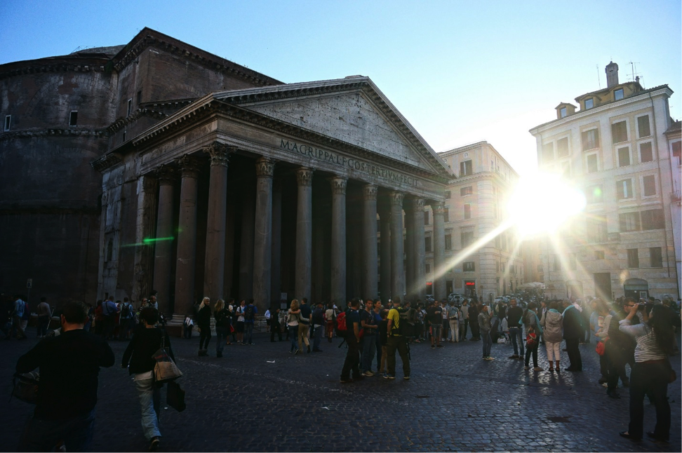 Students visit the Pantheon as they study abroad in Rome