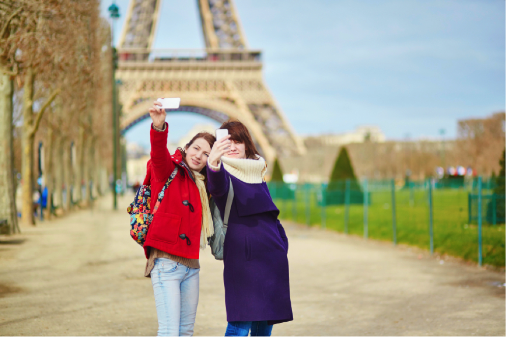 The Eiffel tower selfie: a must for any study abroad trip in Europe!