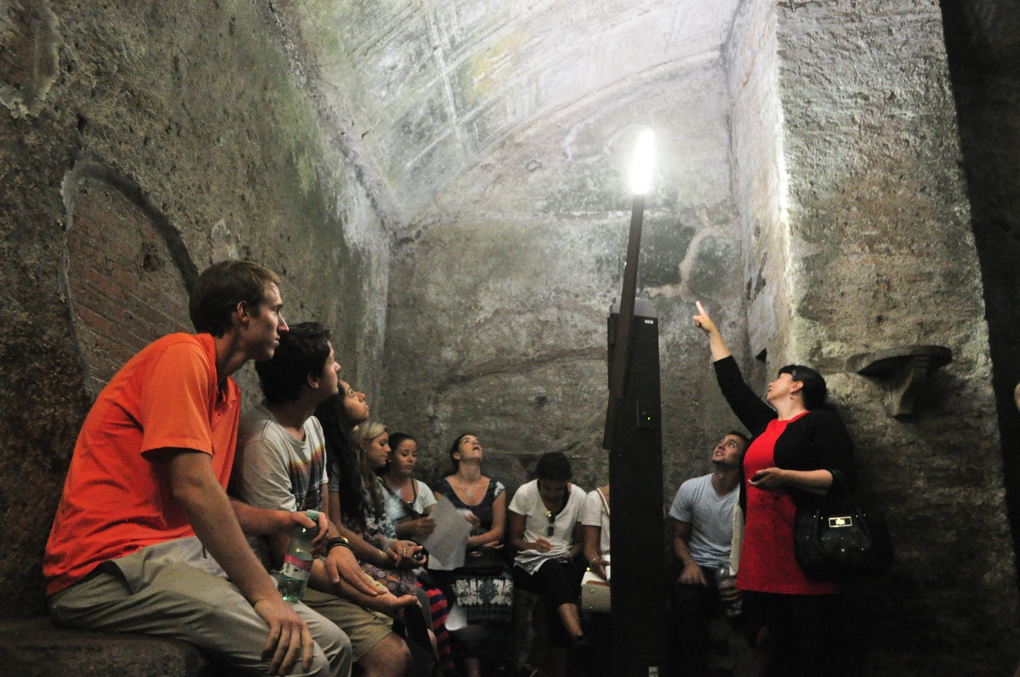 John Cabot University students at the Colosseum, 4 Ways to Know You're Suited to Classical Studies in Rome, jcu classical studies, classical studies in Rome, choosing a major, study abroad in rome, jcu on-site classes