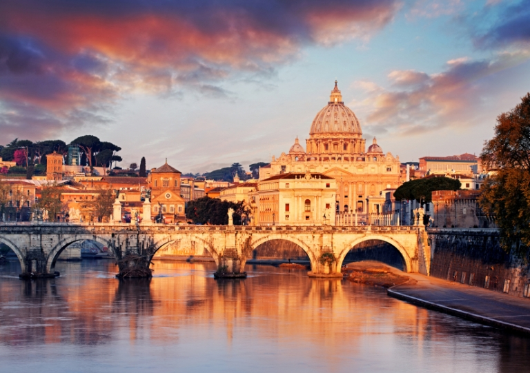 Study Abroad in Italy, international universities in rome, traveling rome as a student, iconic places to visit in rome, iconic places close to john cabot campus in rome, trastevere