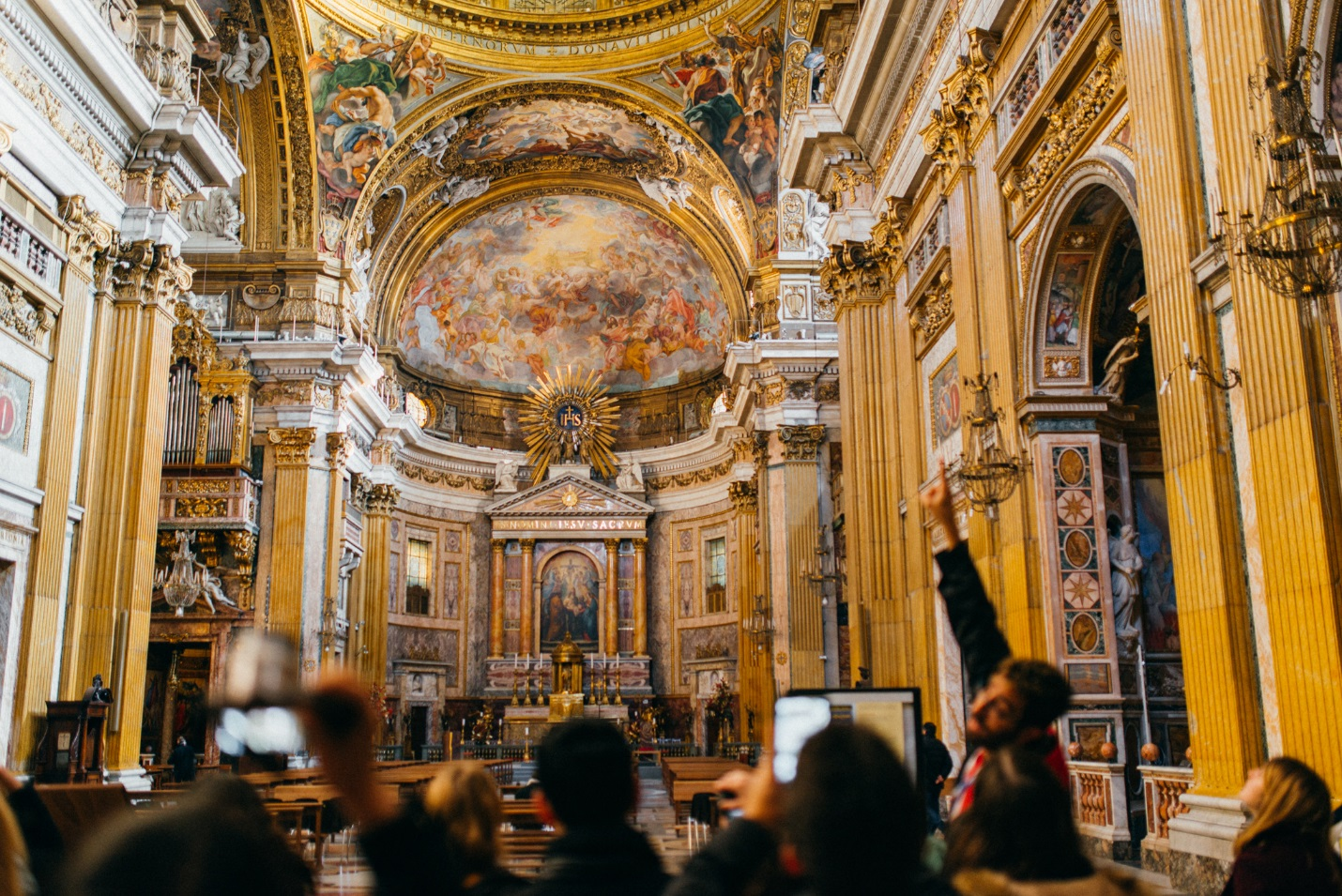 On-site classes give students a closer look at iconic Italian artwork