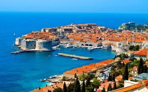 Harbour of Dubrovnik in Croatia,  increibles paises para visitar en vacaciones de primavera, jcu student travels, viajes, amalfi coast