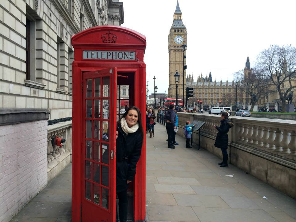 A JCU student strikes this photo-op off her bucket list while visiting London