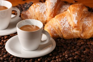 caffè caldo con croissants freschi, Eat Like an Italian, Things You Shouldn't Do in Rome, study abroad in italy, italian food culture, jcu student tips, tips for studying abroad in Rome