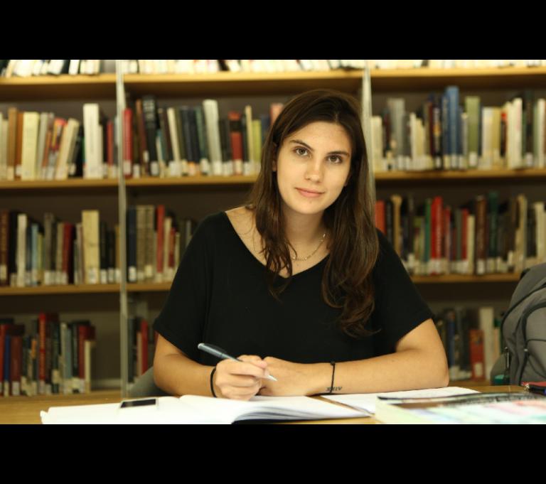 Isabella Capolei, laurea all'estero, laurea americana all'estero, jcu student spotlight, study abroad rome, jcu biblioteca