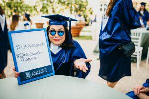 consejos para empezar a buscar trabajo antes de graduarte, linkedin, spanish speaking jcu students