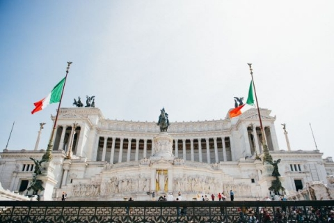 Students can use the metro to visit famous sites like the Piazza Venezia